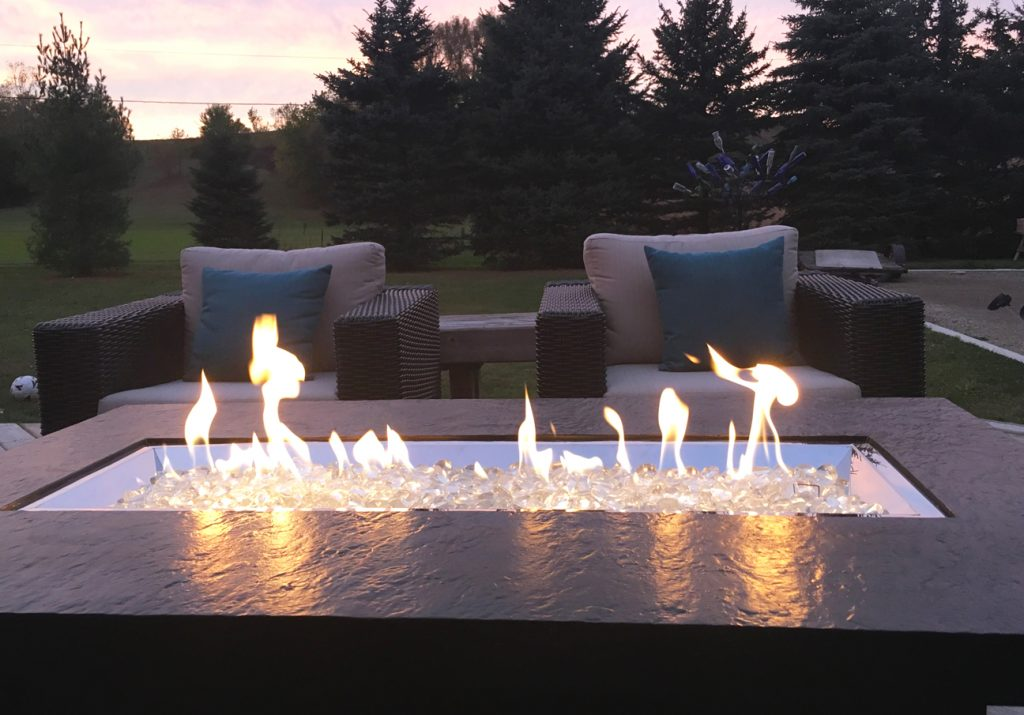 10 Best Outdoor Gas Fire Pit Tables – A 2020 Definitive Guide